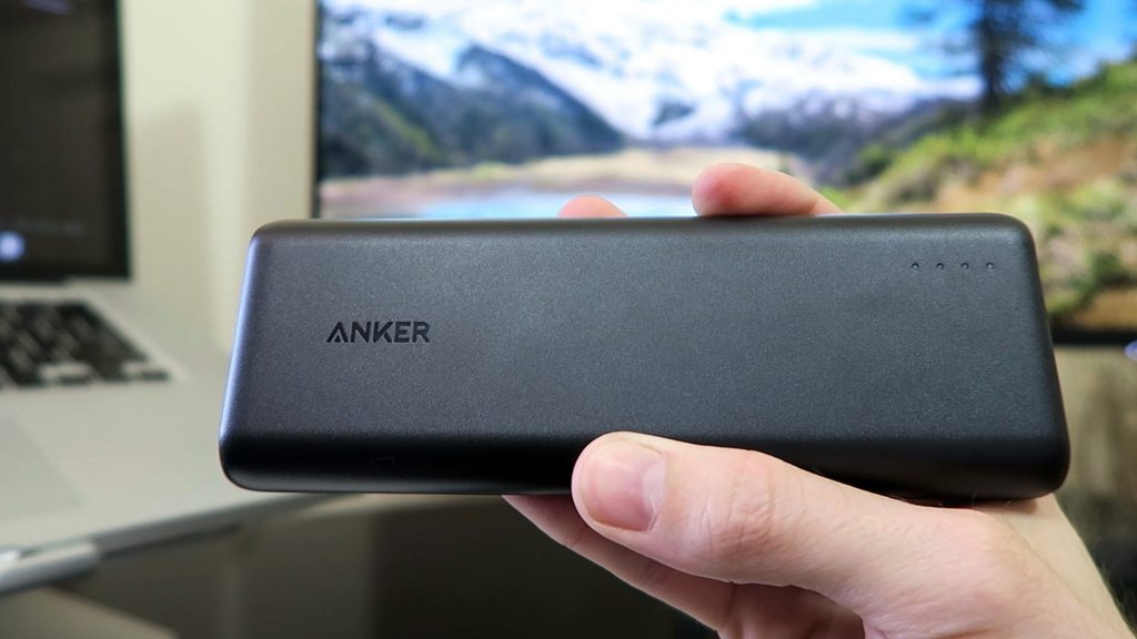 Anker 20100 - Hand Pic