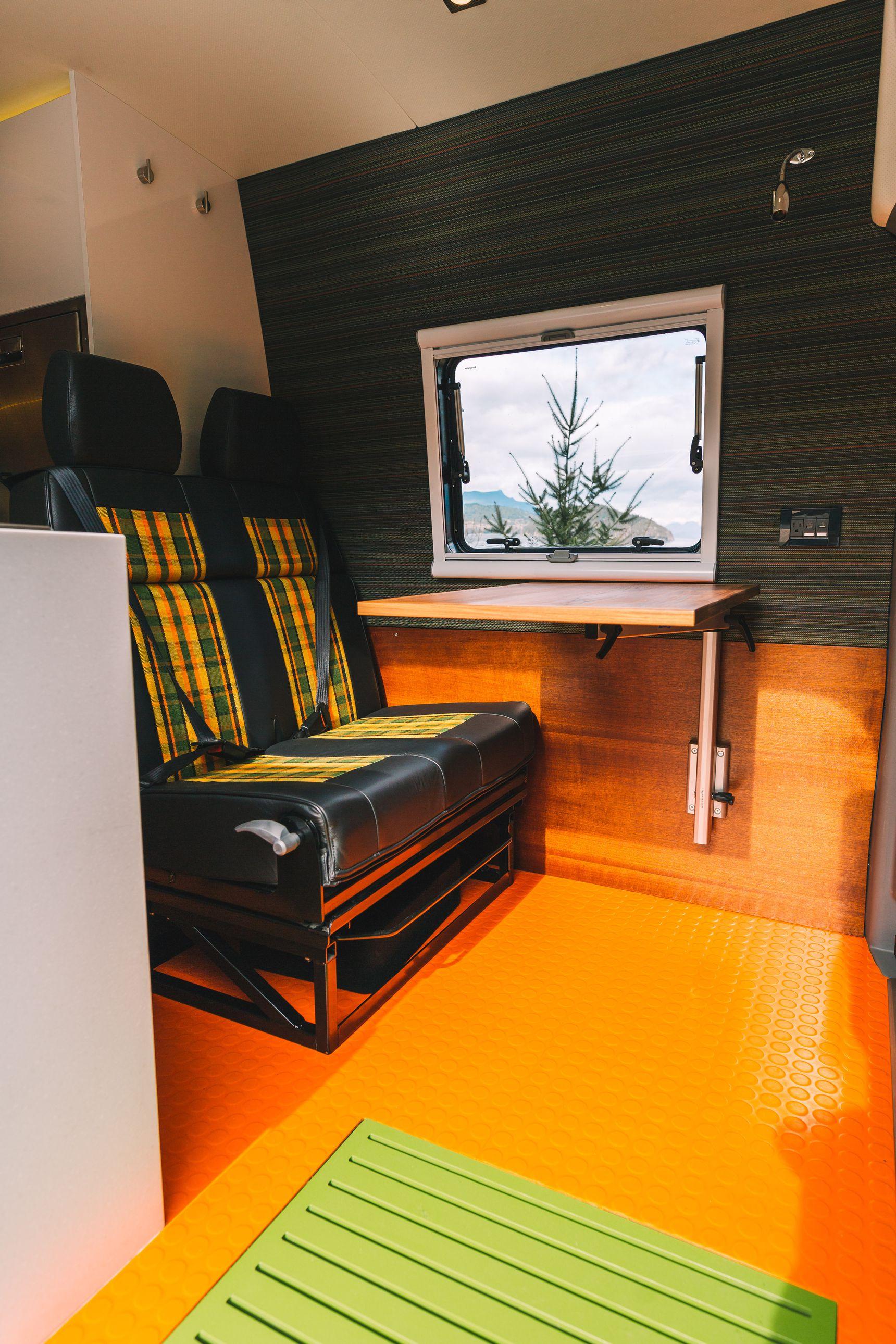 Off Grid home - Swivel seats
