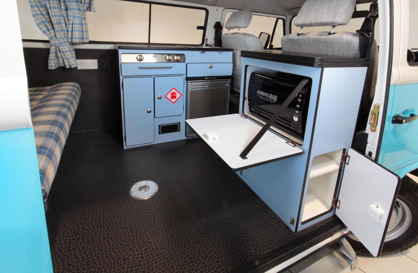 Volkswagen Bus Camper - Cooking