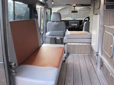 Land rover camper -sitting