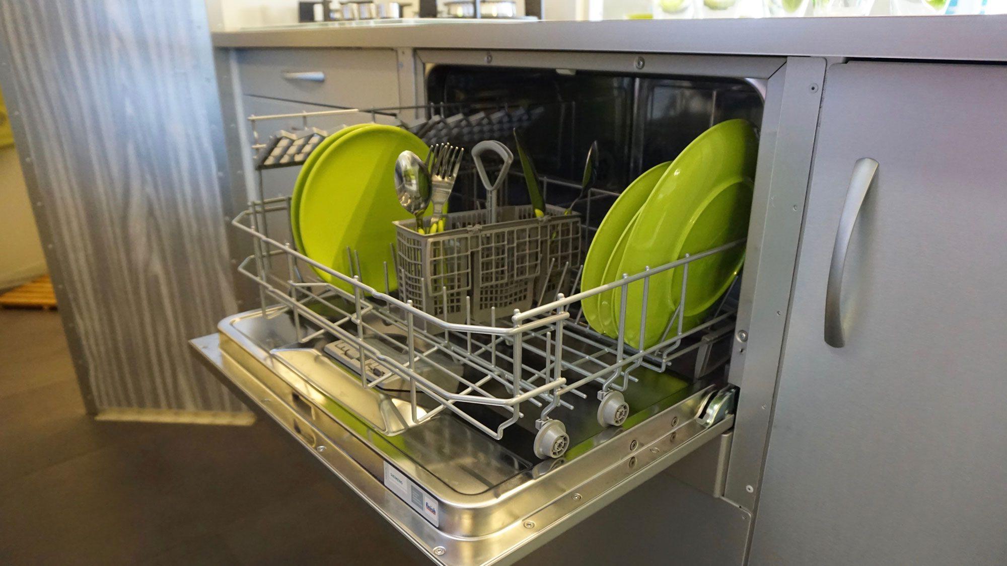Off Grid Caravan - dishwasher