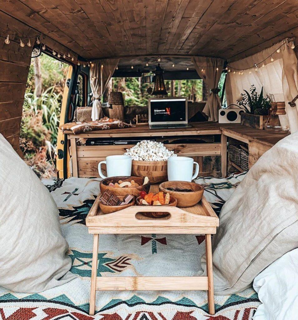 Cosy camper, breakfast in bed